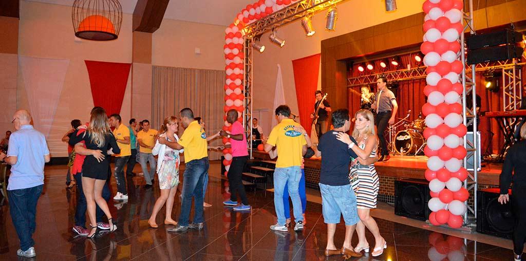 Excursão para Show de Elymar Santos no Mira Serra Parque