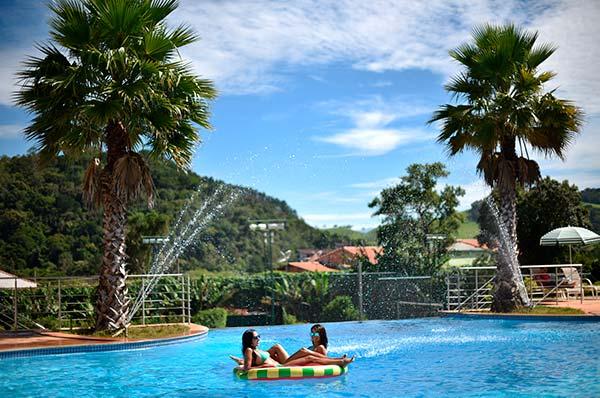 Piscina do Hotel Mira Serra Parque Hotel em Passa Quatro MG